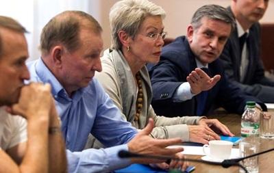 Надо остановить все. С понедельника начнутся переговоры по Донбассу - Порошенко