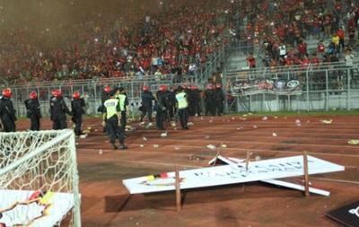 В Малайзии фанаты подожгли машину полиции после футбольного матча
