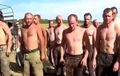 Кто не скачет, тот защитник . Сепаратисты заставили прыгать пленных украинских военных