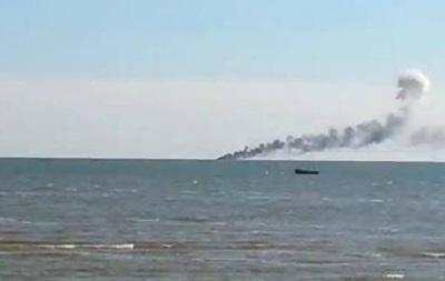 С обстрелянных под Мариуполем катеров спасли восемь моряков