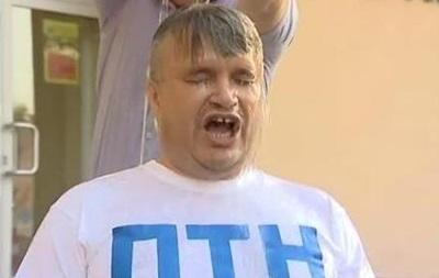 Министр экологии облился водой в антипутинской футболке