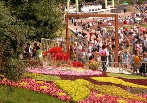 Ко Дню Киева КГГА украсит 1,1 тыс. балконов в центре цветами