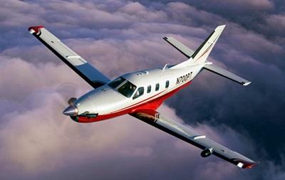 Над Атлантикой самолет летит с пилотами без сознания
