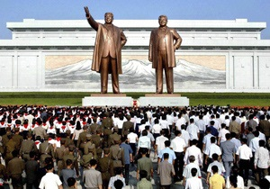 КНДР - В КНДР отмечают годовщину смерти основателя страны Ким Ир Сена