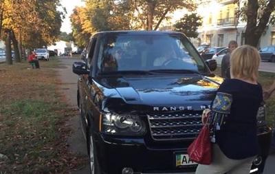 СтопХам по-київськи: жінки не дали позашляховику проїхати бульваром