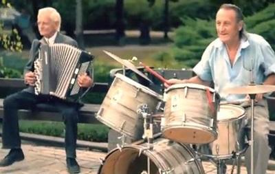 Хард-рок. Донецкие пенсионеры сыграли Deep Purple на уличном концерте