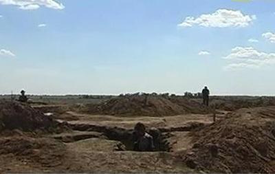 Между материковой Украиной и Крымом продолжают копать противотанковые рвы