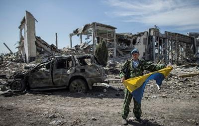 Выборы в Крыму, разрушенный аэропорт Луганска и свечка Путина за  Новороссию : фото недели