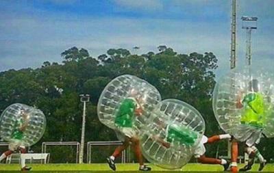 Риу Аве готовится к матчу с Динамо в надувных шарах