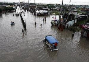 Стихия в Азии: Японию заливают дожди, Филиппины приходят в себя после тайфуна