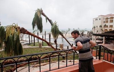 В Мексике начали эвакуировать туристов из районов прохождения урагана
