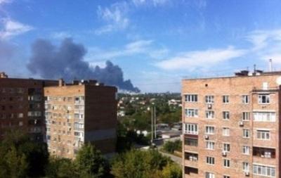В районе аэропорта Донецка вновь слышны звуки залпов и взрывов