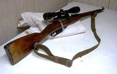 В Киеве нетрезвый мужчина устроил стрельбу из винтовки времен ВОВ