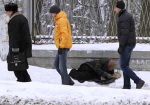Украинцев призывают быть осторожными во время гололеда