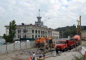 Киевсовет разрешил списать пешеходный мост на Почтовой площади уже после его сноса