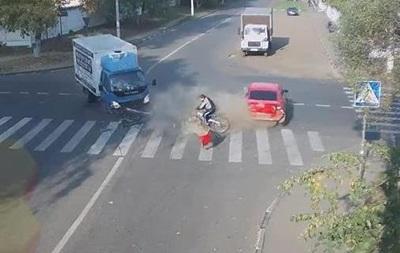 Спасение велосипедиста в серьезном ДТП стало хитом интернета