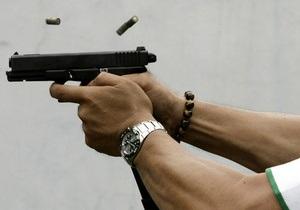 В Днепропетровской области психически больной отобрал у милиционера оружие и открыл стрельбу