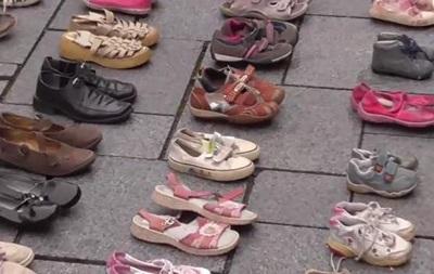 Активисты под Кабмином требуют закупить лекарства для онкобольных