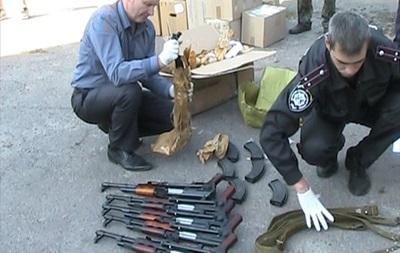 В Сумской области в такси перевозили 15 автоматов Калашникова и пулемет