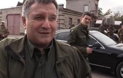 Глава МВД Аваков продемонстрировал свои два пистолета