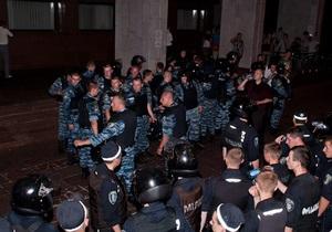 В Нашей Украине заявляют, что милиция препятствовала прибытию активистов на акции протеста в Киев