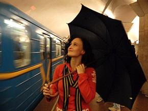 Фотогалерея: Дождливый вечер в киевском метро