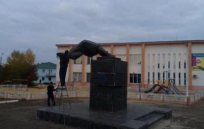 В Сватово Луганской области снесли памятник Ленину