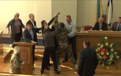 В Кременчуге на сессии горсовета произошла драка