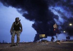 Войска Каддафи обстреляли главный город повстанцев