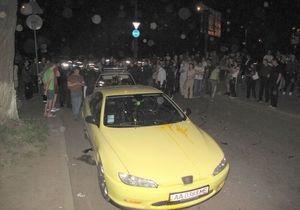 новости Киева - желтый Peugeot - давка - Милиция установила личность водителя желтого Peugeout, которого пытались линчевать пешеходы