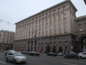 В Киеве демонтируют памятник советскому деятелю Петровскому
