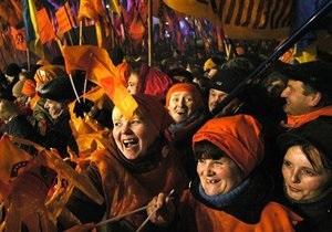 МН: Годовщине оранжевой революции помешали елка и президент Литвы