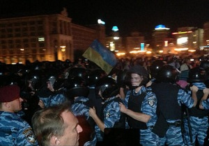 Беркут разогнал митинг на Майдане. Около десяти человек задержаны