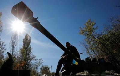 В зону АТО выехали сотни единиц бронетехники - Луценко