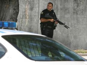 Полиция арестовала мужчину, устроившего стрельбу в США, в доме его матери