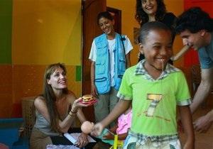 Анджелину Джоли хотят лишить статуса посла доброй воли