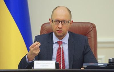 У Яценюка  стопка заявлений  об увольнении из-за люстрации