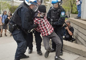 Канадский парламент запретил надевать маски на демонстрации
