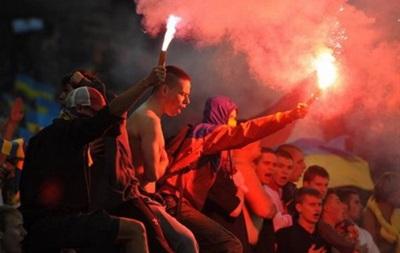 Милиция задержала фанатов, бросивших фаер в матче Украина - Македония