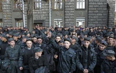 Митингующие солдаты небольшими группами начали покидать Банковую