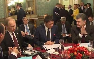 Встреча президентов в Милане: Порошенко сложил руки, а Путин листал буклет