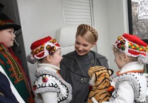 Тимошенко передала Львовской области школьные автобусы