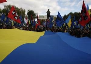 Колонна Свободы отправилась на Михайловскую площадь, неизвестные подожгли дымовые шашки