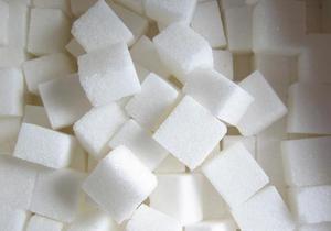 Азаров заверил, что украинцы могут  брать сахар мешками