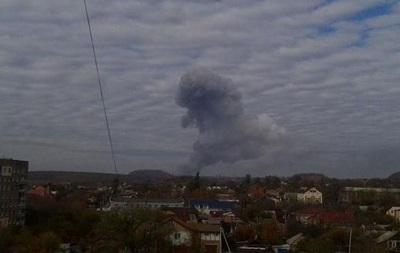 Военные не имеют отношения к взрыву на заводе в Донецке - министр обороны