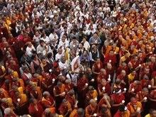 Тибетские монахи принесли гробы к штаб-квартире ООН