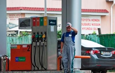 Украинцы стали меньше покупать бензин