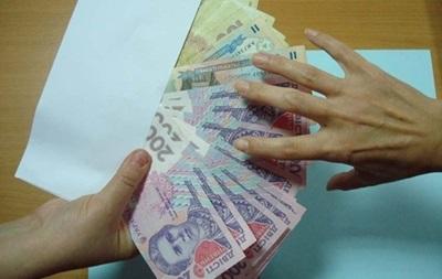 В Украине каждый пятый офисный работник получает зарплату  в конверте