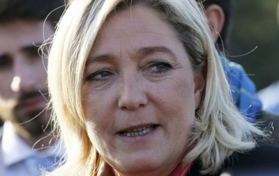 Во Франции забросали камнями лидера Национального фронта Марин Ле Пен