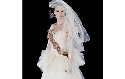 Свадебное платье Мадонны продадут с молотка